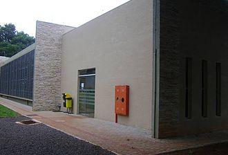 Foto da parte externa da biblioteca