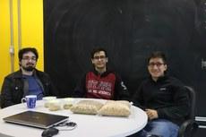 Da esquerda para a direita: Daniel Vitor Ruiz, Rene Lopes da Silva (colaboradores) e Ian Cavalcante (CEO da Neosilos).