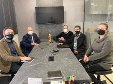 Equipe da UTFPR reunida com Deputado e Secretario Municipal. Foto - Assessoria.