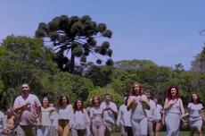 Coral da UTFPR em performance no videoclipe