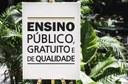 Exemplo de aplicação do selo 'Ensino Público, Gratuito e de Qualidade' (Imagem: Decom)