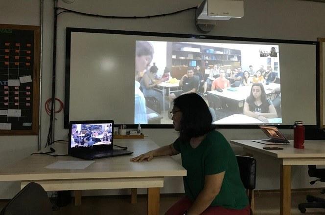 Vídeoconferência profa Luzia.jpg